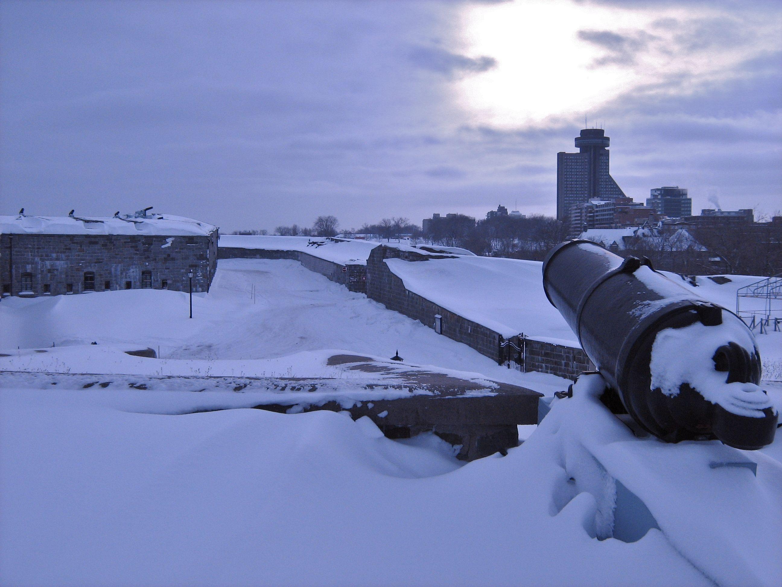 Entr e de la citadelle de qu bec quebec citadelle wint for Winter entrees