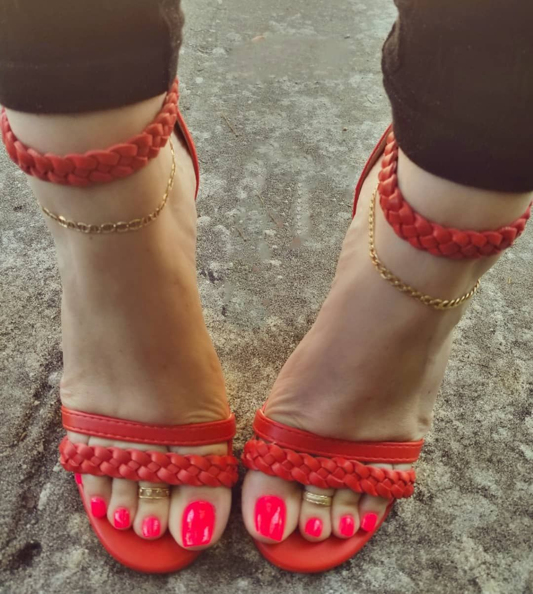 Foot fetish bare feet in heels red toes - YouTube