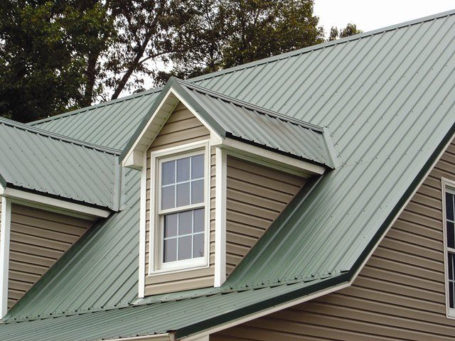 Metal Roof Paint Offers Benefits Cost Savings House Paint Exterior Green Roof House Metal Roof Houses