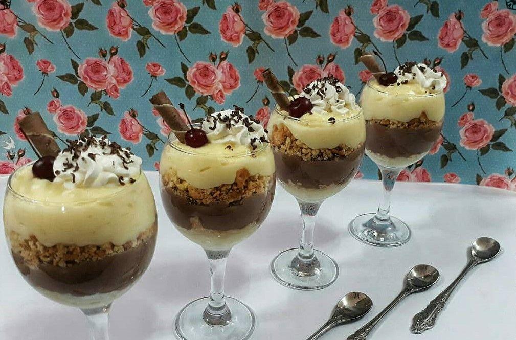 دسر ها یکی از گزینه های حتمی ما در مهمانی ها و دورهمی های دوستانه و خانوادگی هستند که وجودشان سفره ها را هم جذاب تر In 2021 Party Food