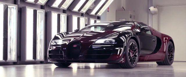 """Poco più di 3 minuti per celebrare la produzione della Veyron """"La Finale"""", ultimo esemplare della supercar francese."""