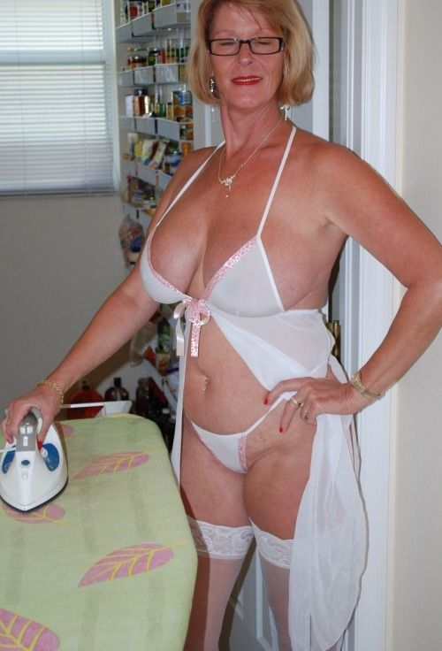 Hot moms in lingerie pics