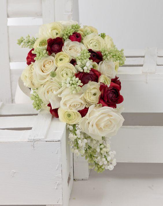 mehrfarbiger brautstrau rot wei creme wedding flowers. Black Bedroom Furniture Sets. Home Design Ideas