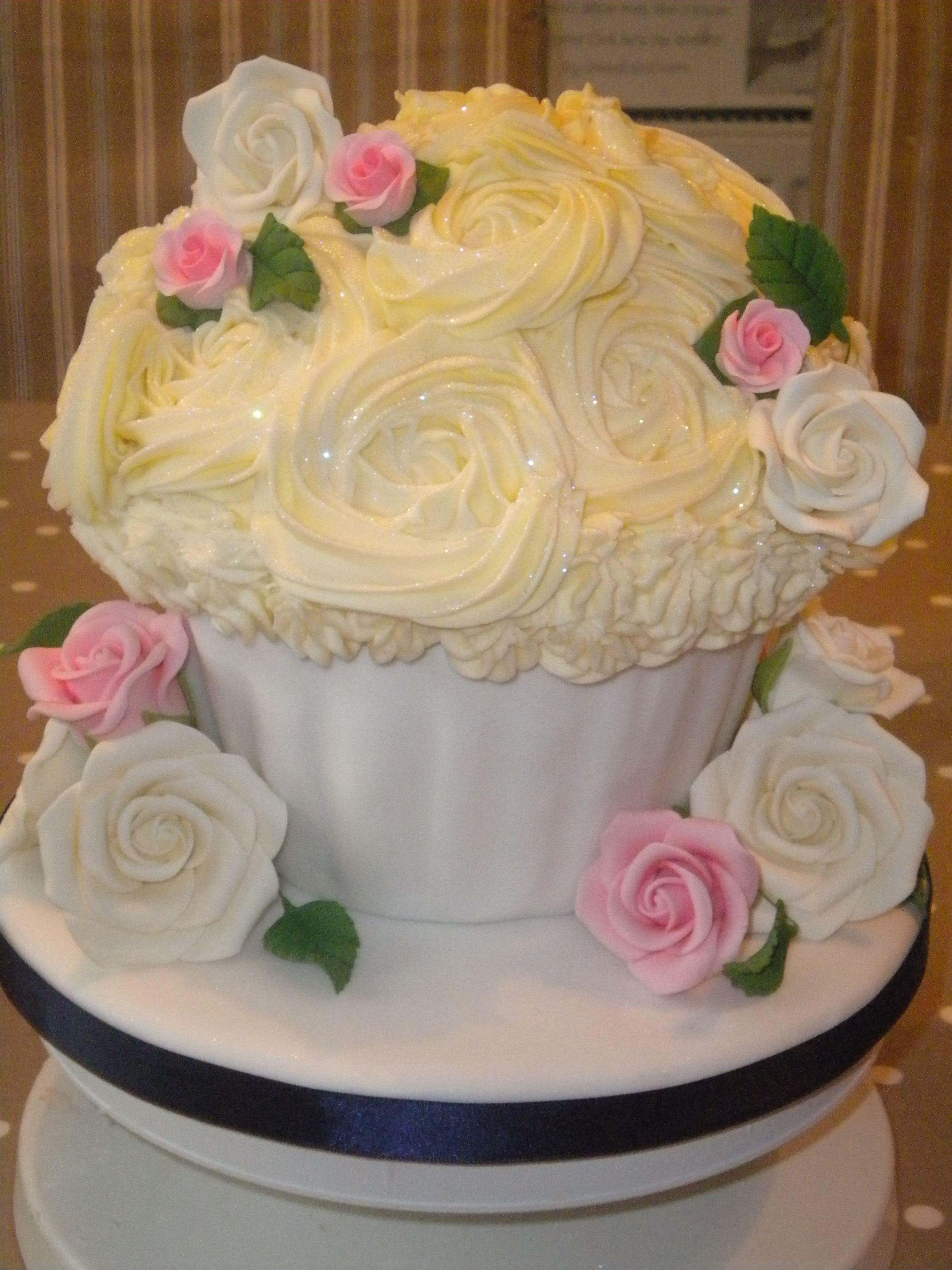 Giant wedding cupcake | cool cakes in 2018 | Pinterest | Wedding ...