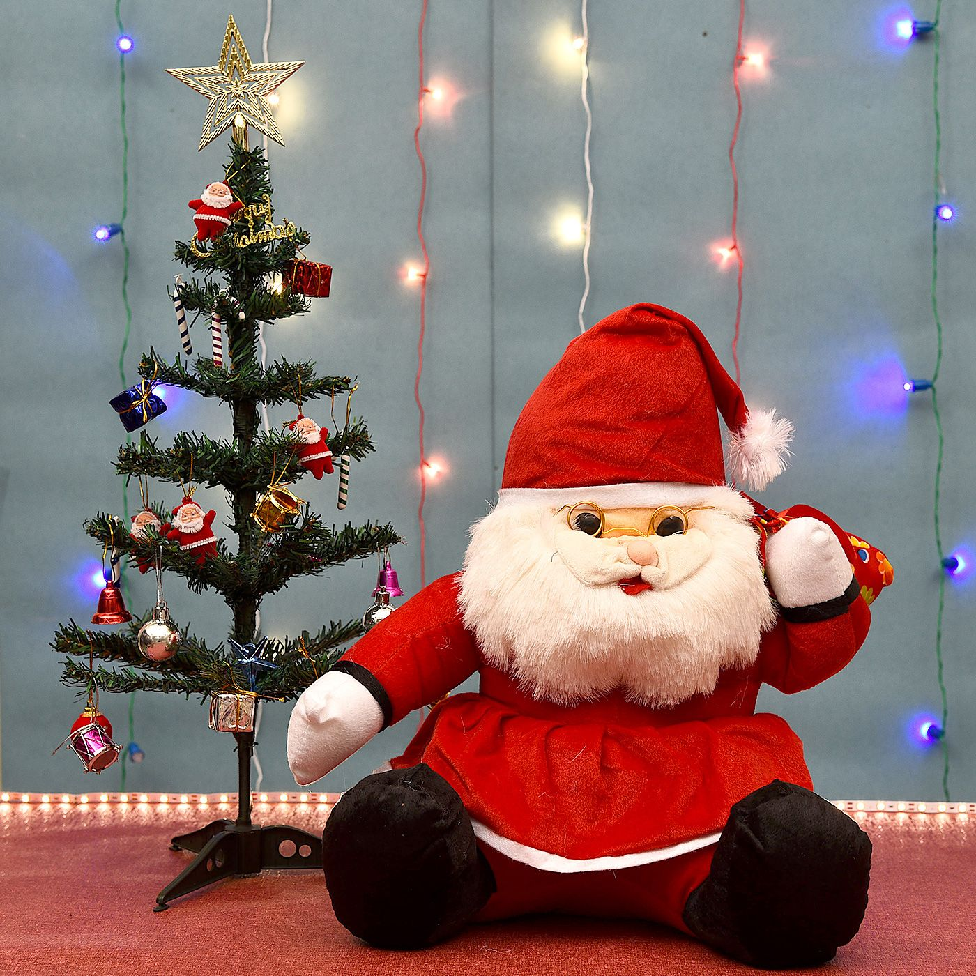 Sweet Santa Teddy With Christmas Tree And Decoratives Online Christmas Gifts Buy Christmas Gifts Online Gifts