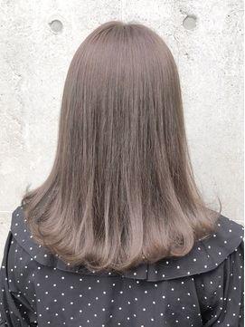 ブリーチなし ミルクティーアッシュベージュ Flowers 廣田 ヘアスタイリング 髪色 ミルクティー ブリーチなし ヘアカラー