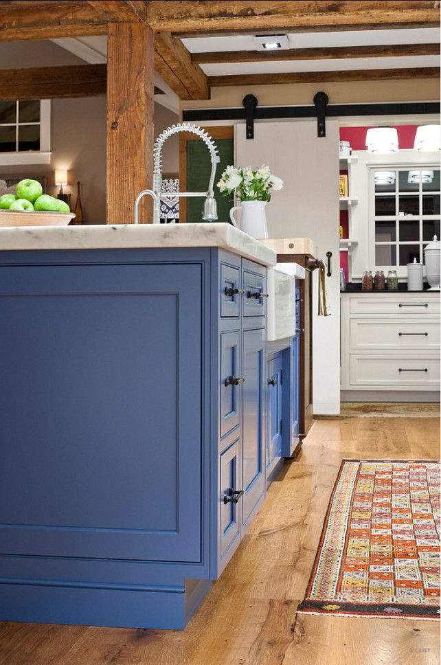 Painted kitchen island ideas the island in this kitchen for Blue kitchen cupboard paint
