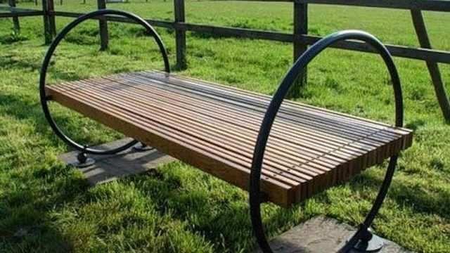 Садовая скамейка: 150 фото примеров постройки и размещения ...