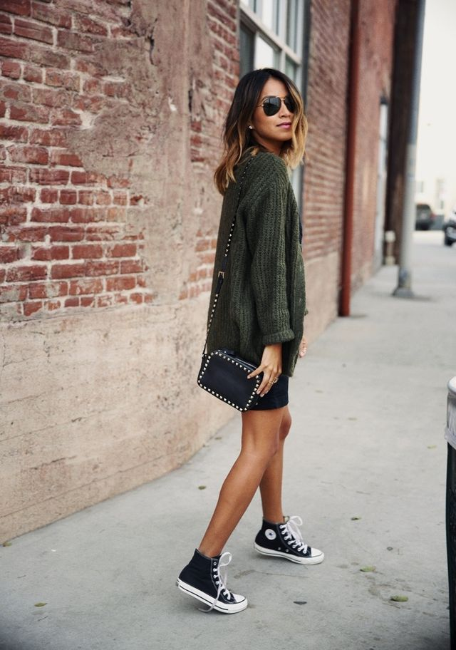 0e4130609dfd80 Alexa Chung    Miss Sheffield There s no denying that black Converse  sneakers have become a classic and easy go-to for when you want to add ...