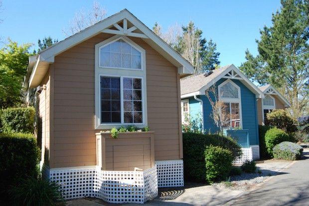 With A Granny Pod Grandma Can Live In Your Backyard Backyard Cottage Granny Pod Tiny House Community