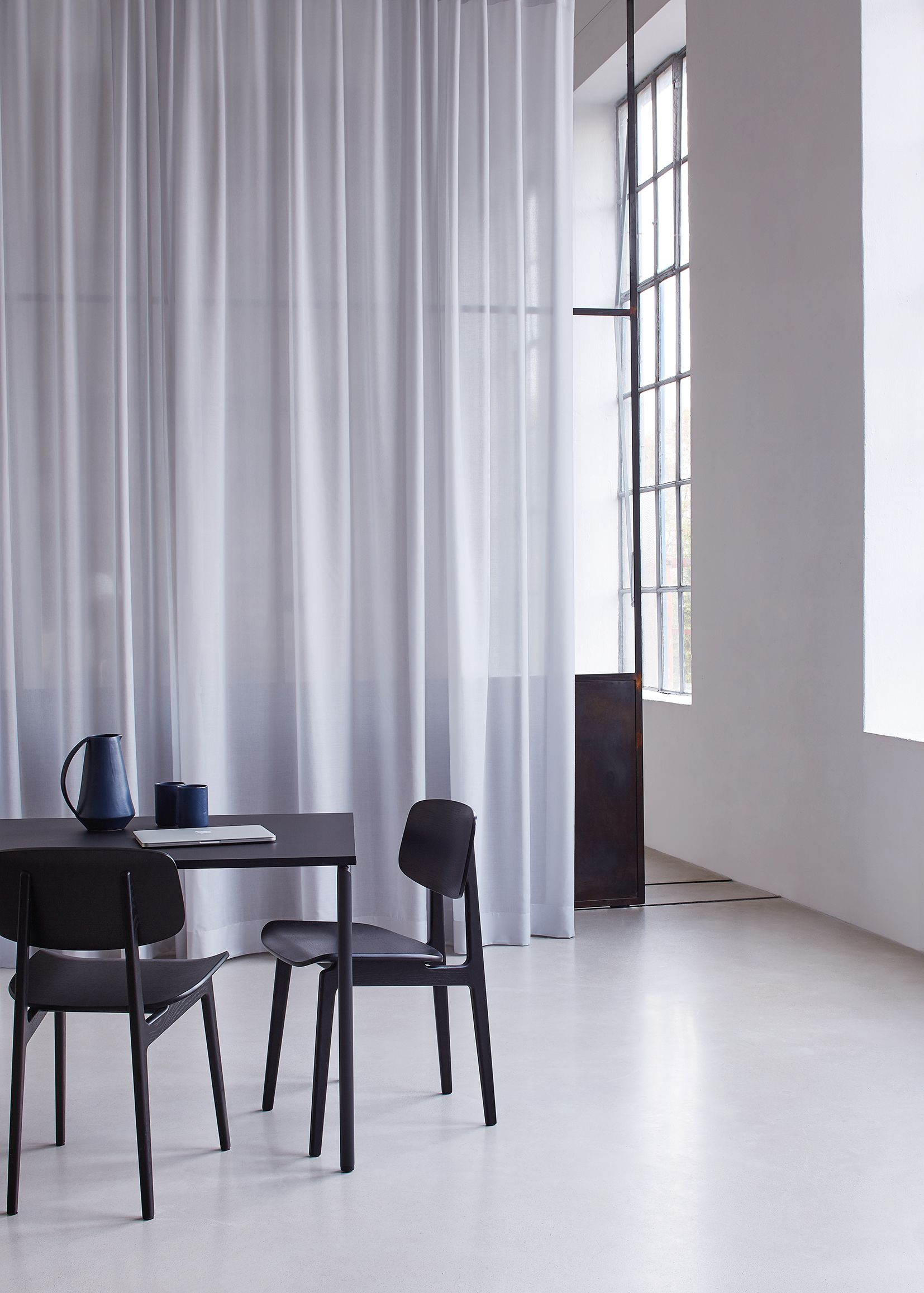Transparent Curtain Fabric With Acoustic Properties Sinfoniacoustic Is Based On The Bestseller Sinfonia It Absorbs Sound Mit Bildern Raumteiler Vorhang Raumteiler Wohnen