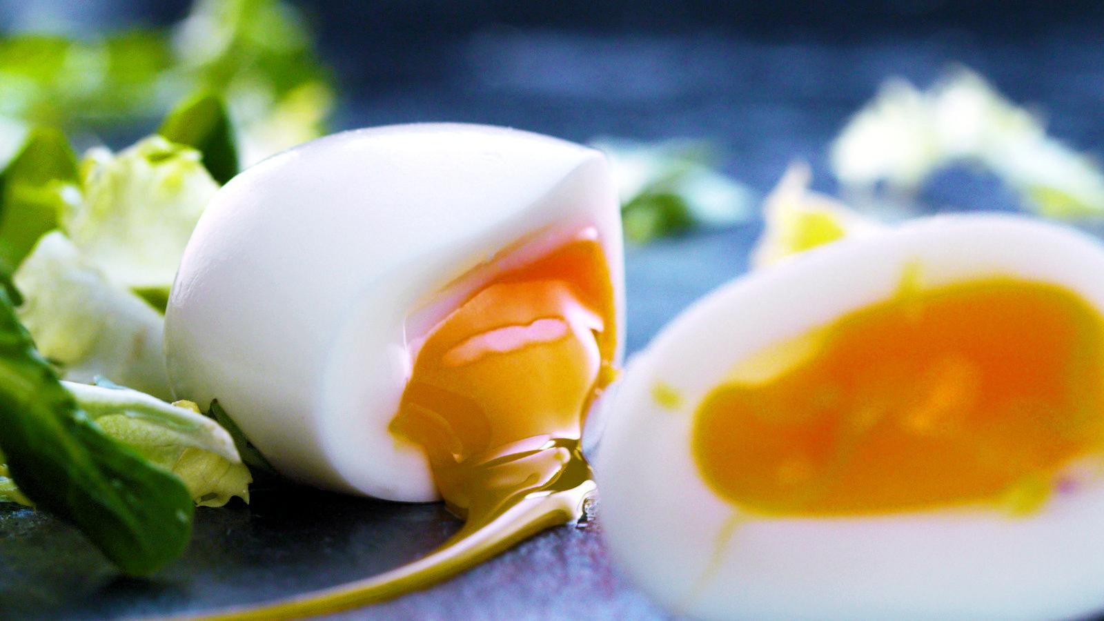 Comment écaler Et Non écailler Un œuf Dur Facilement Oeuf Ideepratique Recettes De Cuisine Oeufs Durs œufs