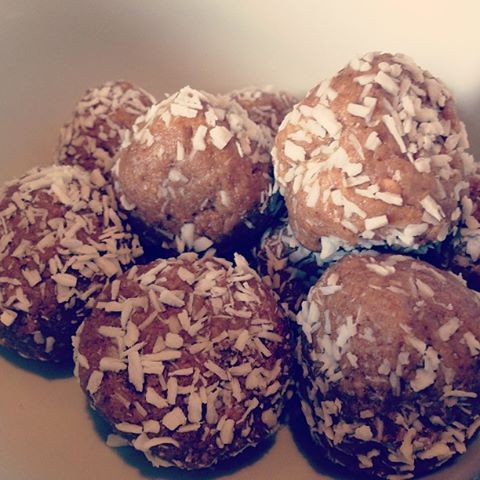 Peanut Butter and Coconut Balls - Recipe on The Way To Glow - www.thewaytoglow.com
