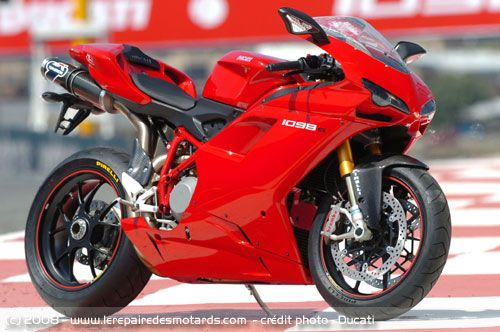 Using a 1099 cc engine cranking up around 160 HP, the Ducati is one