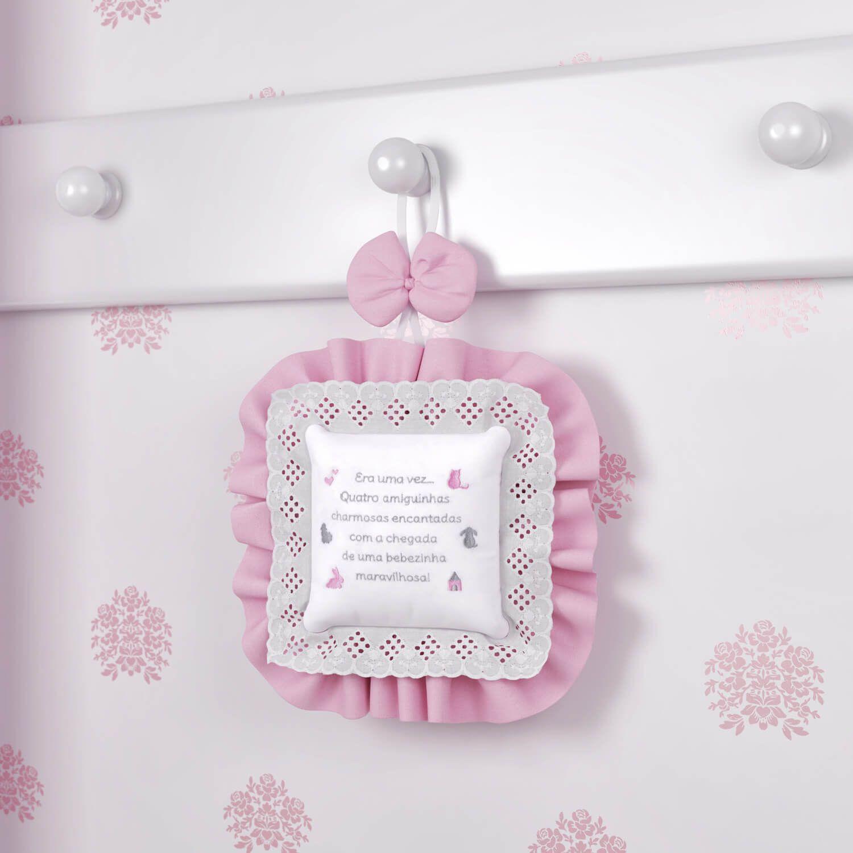f212b20dcc584 Com um poema super fofinho, o Enfeite de Porta Amiguinhas decora o quarto  da sua