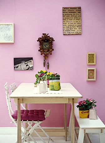 Mauve wall with cream kitchen table interiors for Mauve kitchen walls