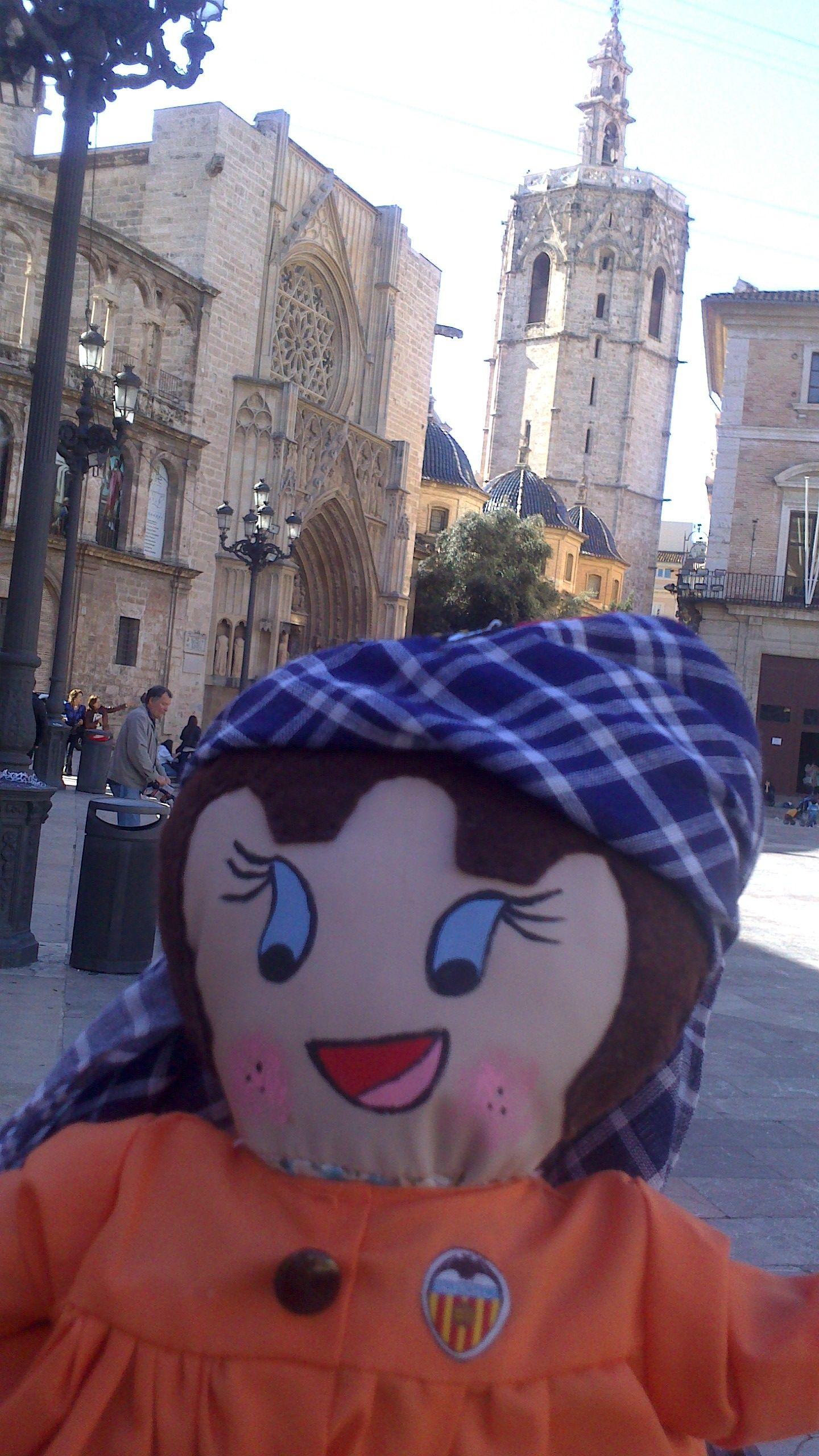 Recorrimos el centro de Valencia acompañados por una guía ;)
