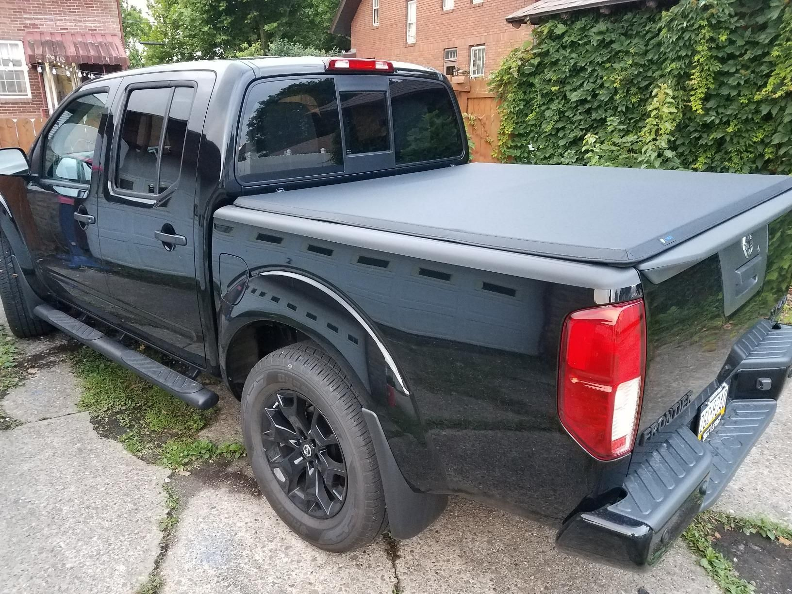 Nissan Frontier Truck Bed Tonneau Cover In 2020 Tonneau Cover Nissan Frontier Truck Bed