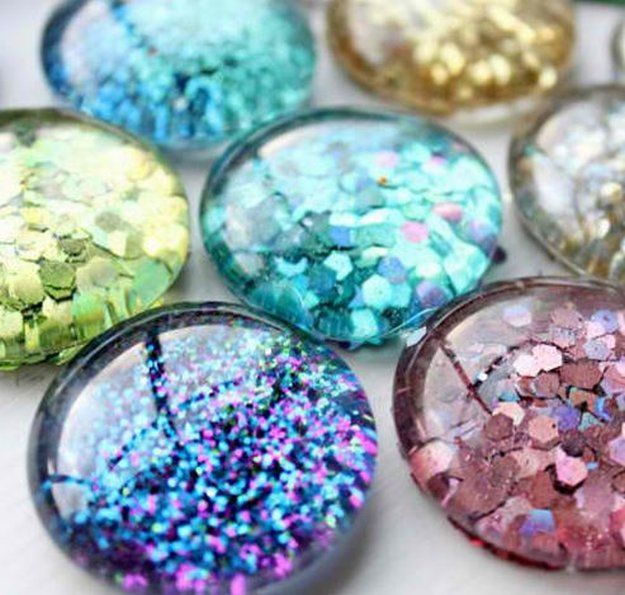 Glittered Dollar Store Craft Idea | Cool and Easy DIY Projects For The Home and More by Pioneer Settler at http://pioneersettler.com/dollar-store-crafts/