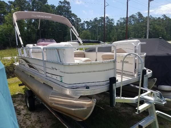Used 2007 Sun Tracker Party Barge 18 Signature Series