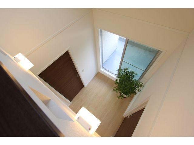 Onocom Design Center  2階を吹き抜けにすると開放感が生まれ、2F全体の風通りも良くなります。