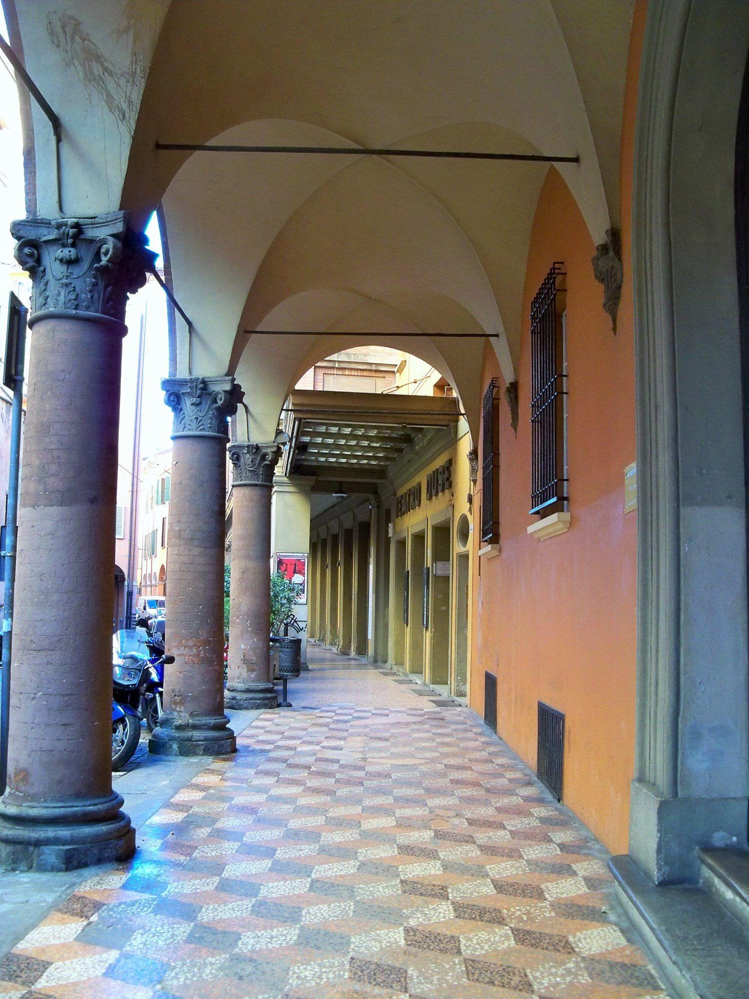 Via Castiglione Portico Del Teatro Duse Bologna