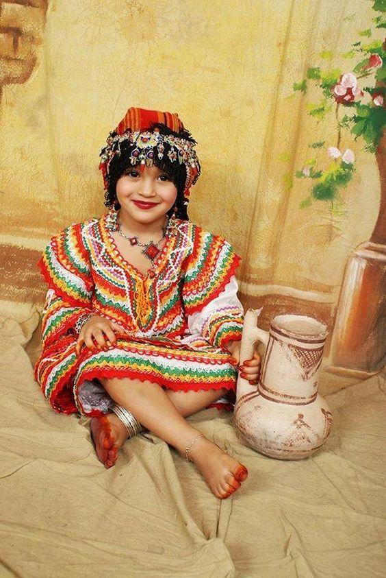 Épinglé par nouna la sur les robes kabyle en 2019 Fille