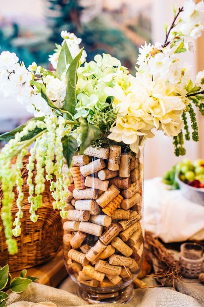 1001 ideen zum thema basteln mit weinkorken hochzeit deko vineyard wedding wedding und. Black Bedroom Furniture Sets. Home Design Ideas