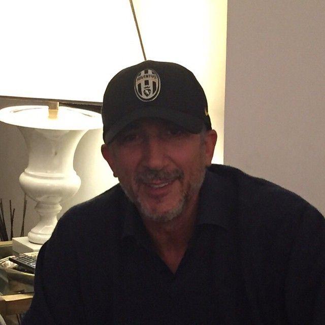 #LucioPresta Lucio Presta: Mio genero, svedese, ha pensato di regalarmi questo cappello per il mio compleanno. Mi suggerite alcune forme di tortura vera? Grazie