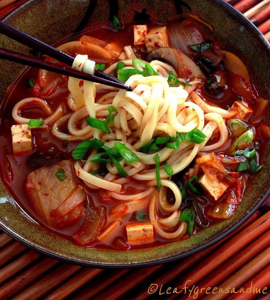 Spicy Korean Kimchi & Tofu Noodle Soup | Del sur, Corea y Corea del sur