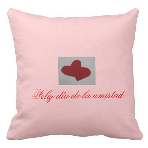 Cojín de corazón almohada Para más información  www.zazzle.es