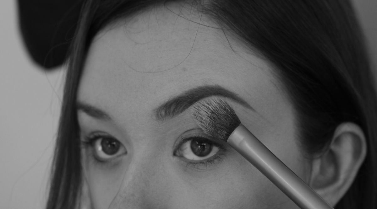 How to fill in your brows! bluedresserbeauty.wordpress.com