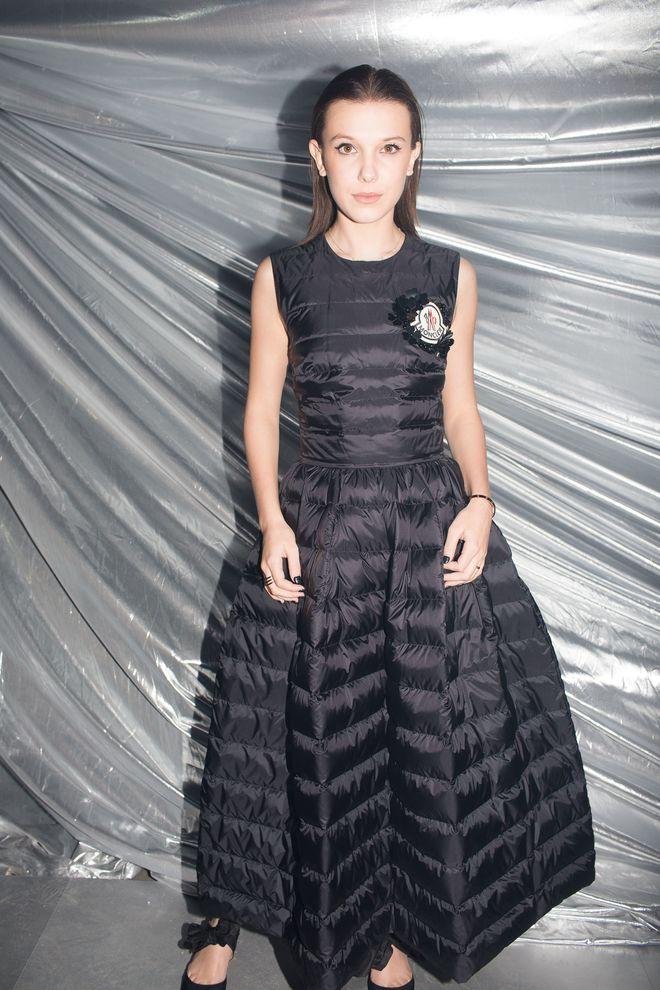 Spotted   la robe doudoune de Millie Bobby Brown au défilé Moncler   Vogue 504a5194be58