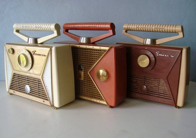 Turn An Old Radio Into A Guitar Amplifier Old Radios Vintage Radio Portable Radio