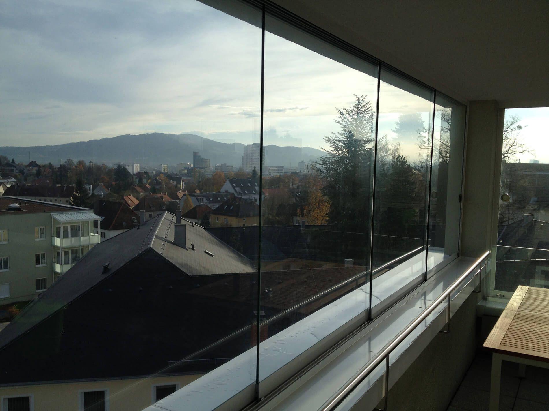 rahmenlose schiebefenster f r balkon ungetr bte blicke ins freie verglasungen balkon. Black Bedroom Furniture Sets. Home Design Ideas