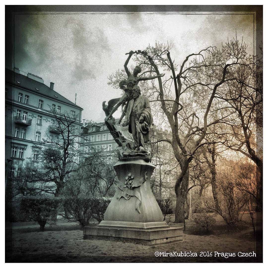 #statue #sculpture #world #building #house #history #heritage #art #architecture #prag #praga #praha #prague #iprague #cz #czech #czechia #czechdesign #czechrepublic #české #česko #českárepublika #tree #park #garden #poet #2016