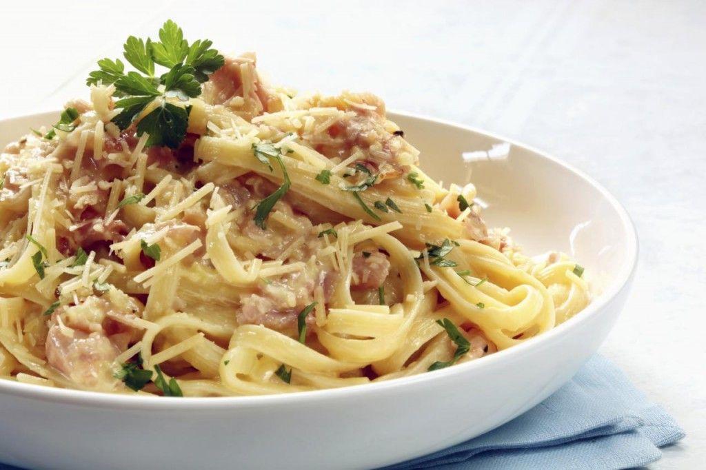 Pasta Carbonara - lekker met gebakken spekjes!!