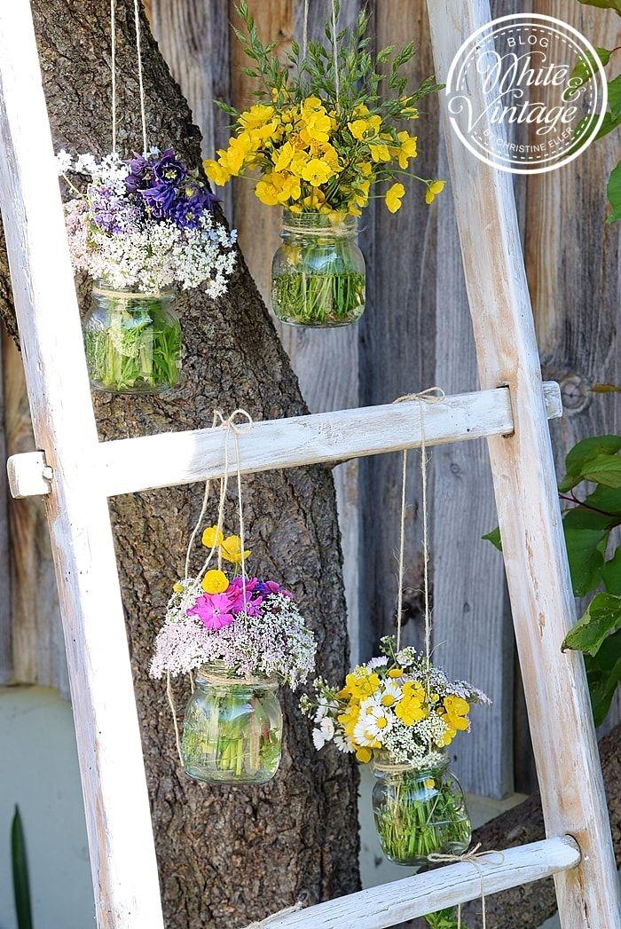 Wildblumen Bluhen Auf Meiner Dekoleiter Fruhlings Dekoration Dekoleiter Wildblumen