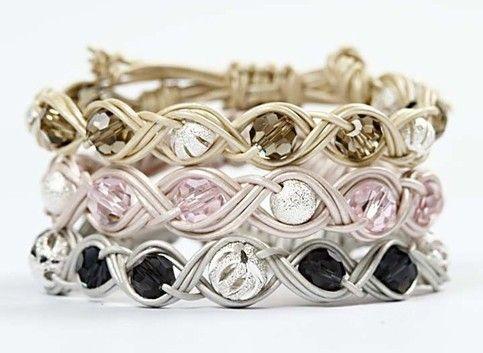 11082 Flätarmband med pärlor