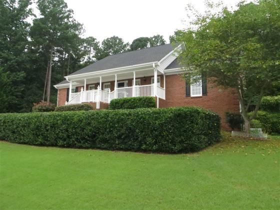847 Ivy Ridge Dr Loganville Ga Lovely Four Sided Brick Ranch On Full Finished Basement Backyard Is A Beautiful Retreat With Big Brick Ranch Brick Great Rooms