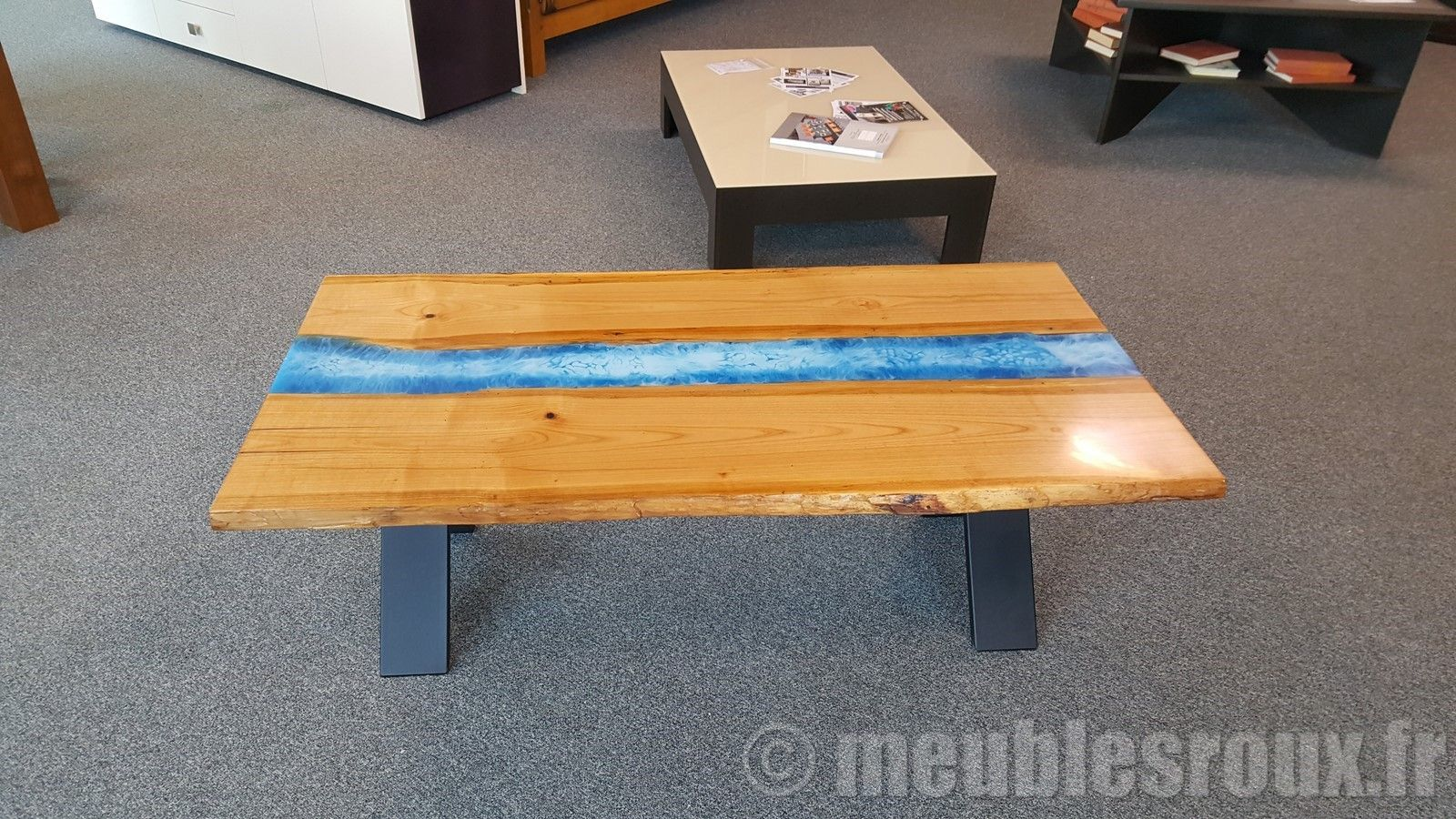 Table Basse En Merisier Et Resine Epoxy Table Basse Design Table Basse En Merisier Table Basse