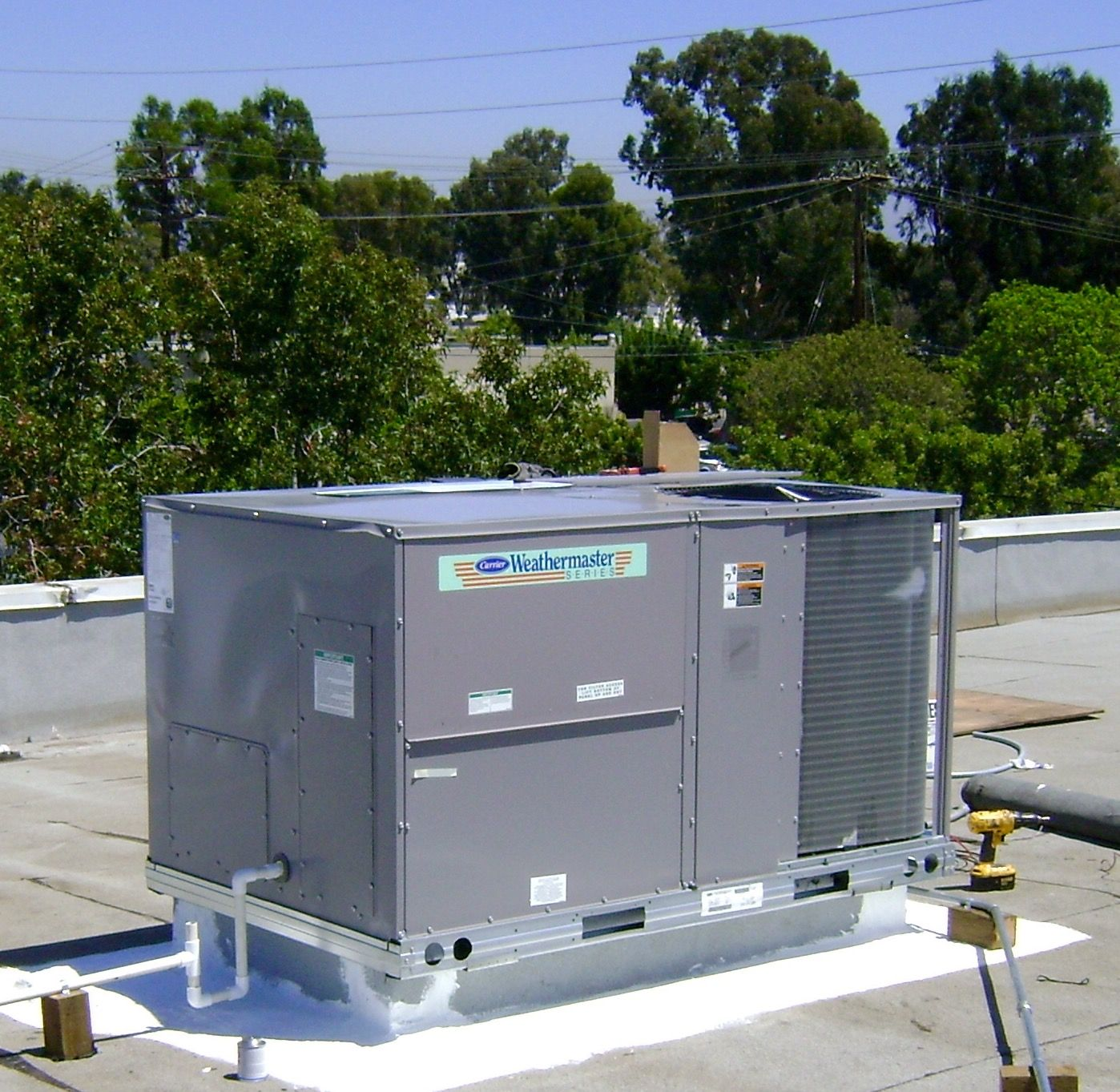 7.5 Ton Carrier Package Unit on the roof. Furnace repair