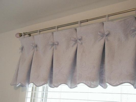Gathered valance could also use something other than bows buttons maybe window treatments - Mantovane per tende da cucina ...