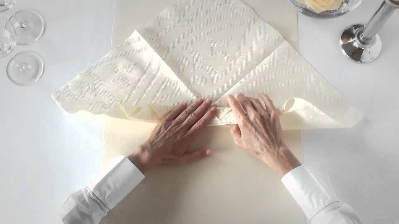 Napkin folding from Duni - Viola