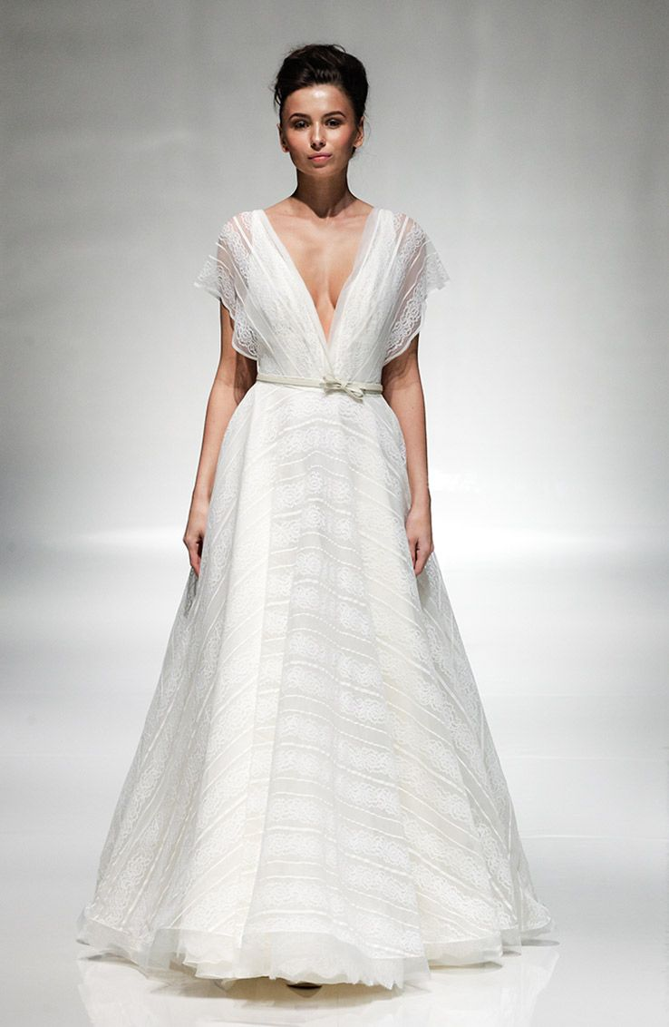 Zac posen wedding dress  YolanCris presented a preview of the new collection at White Gallery