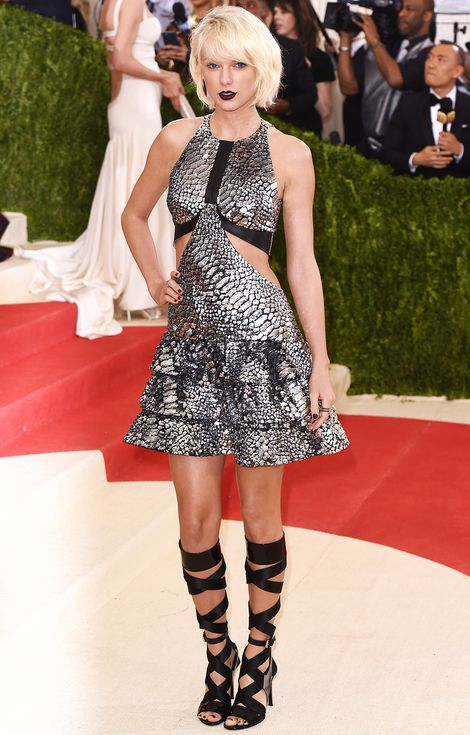 Met Gala 2016: Every Gorgeous Look on the Manus x Machina Red Carpet | People - Taylor Swift in Louis Vuitton
