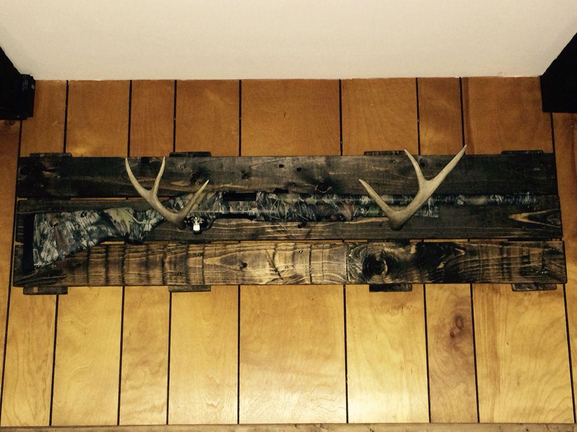 Pallet Wood And Antler Gun Rack. Antlers Hunting