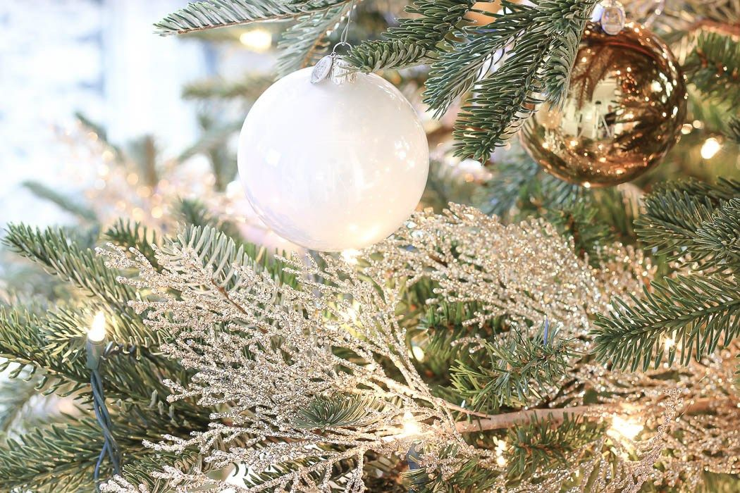 Shimmery Shiny Snow Flake Like Picks Delicately Placed Throughout The Tree Christmas Tree Decorating Tips Christmas Tree Picks Christmas Tree Inspiration
