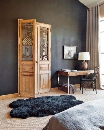 classic wooden door. Five Beautiful ™
