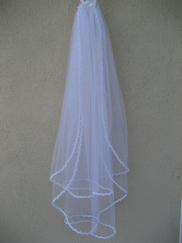 How To Make A Wedding Veil Diy Weddingwire The Blog Diy Wedding Veil Veil Diy Beaded Wedding Veils